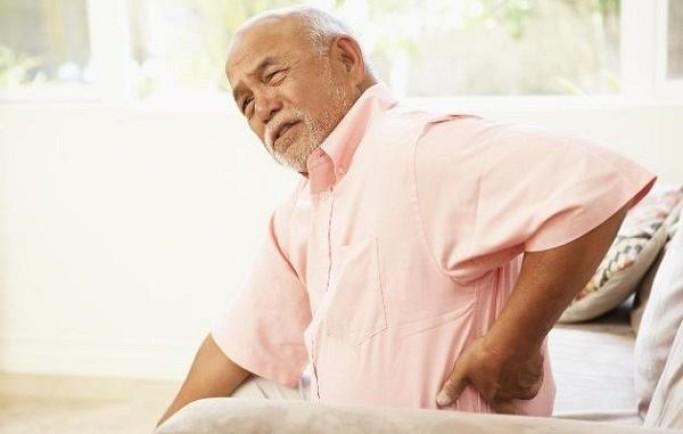 Cách chữa đau lưng ở người lớn tuổi tốt nhất