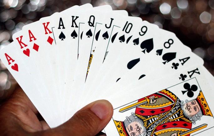 Chơi game Poker và những thủ thuật hay nhất