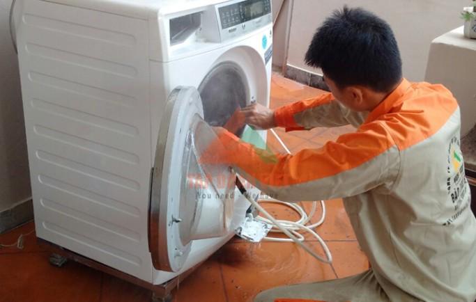 Dịch vụ sửa máy giặt Electrolux không xả nước lỗi hết dứt điểm