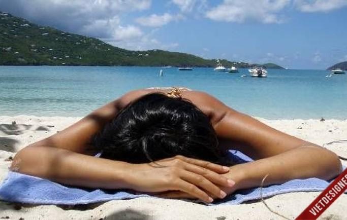 Dùng kem dưỡng da giúp da chống chọi với nắng