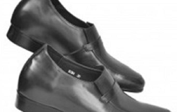 Làm thế nào để  khử mui hồi giày lười nam đế cao trong mùa hè?
