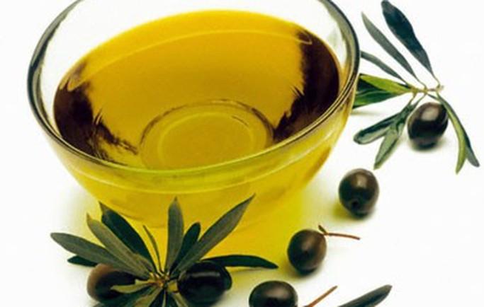 Mặt nạ trị nám da bằng dầu oliu và trứng gà