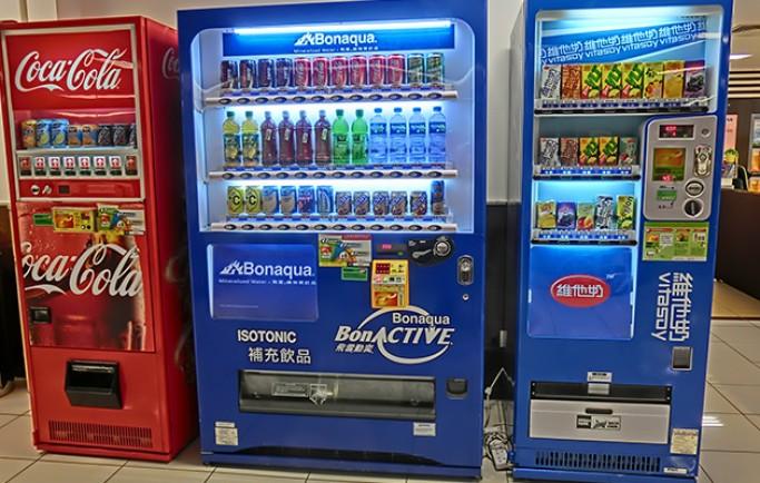 Nhận tiến hành vận chuyển máy bán nước tự động cho các siêu thị