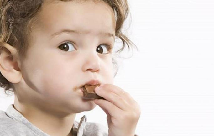 Trẻ 1 tuổi có nên ăn socola