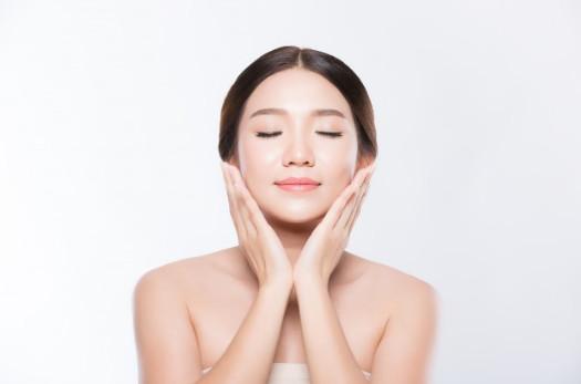 Làm sáng da đều và tăng tính đàn hồi