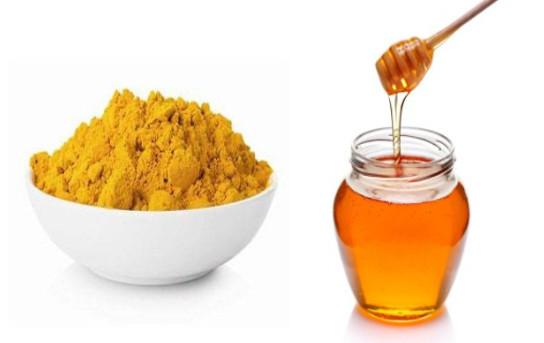 Trị tàn nhang từ mật ong và tinh bột nghệ